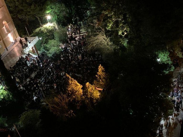 Κοροναϊός : Η Αττική φλέγεται και χιλιάδες κάνουν πάρτι χωρίς μέτρα ασφαλείας | tanea.gr
