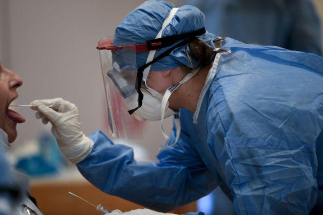 Κοροναϊός : Πιο μεταδοτικοί πριν εμφανίσουν τα συμπτώματα οι ασθενείς | tanea.gr
