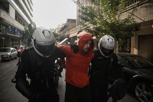 Καταγγελία : Δεν αφήνουν τους προσαχθέντες να επικοινωνήσουν με τους δικηγόρους τους   tanea.gr