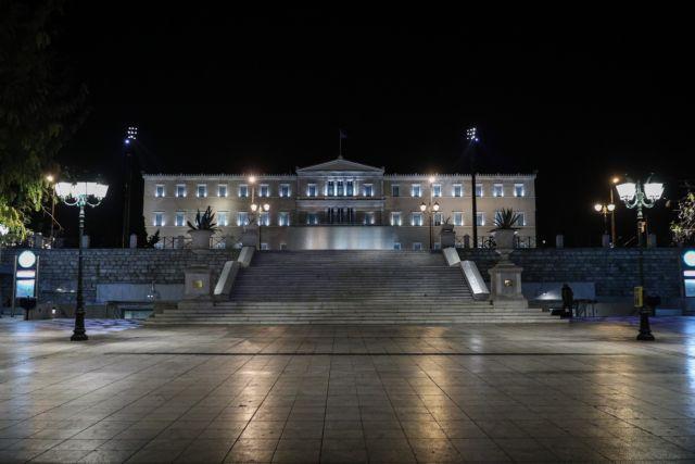 Έρημη η Αθήνα - Σε ισχύ η νυχτερινή απαγόρευση κυκλοφορίας   tanea.gr