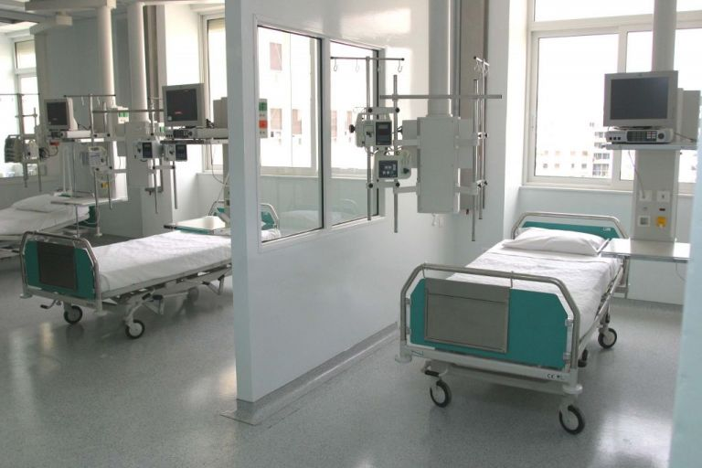 Νταφούλης στο MEGA: Χάνουμε τον πόλεμο, άμεσα επίταξη των ιδιωτικών κλινικών κι όπου αλλού χρειαστεί | tanea.gr