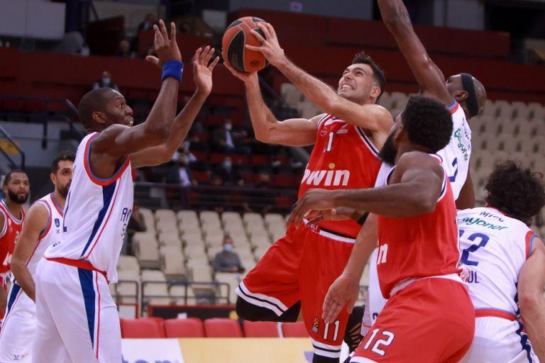 Αναβλήθηκαν τα παιχνίδια του Ολυμπιακού με Μπάρτσα και Βιλερμπάν | tanea.gr
