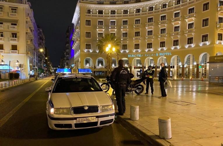 Lockdown : Νυχτερινές περιπολίες για την τήρησή του στη Θεσσαλονίκη   tanea.gr