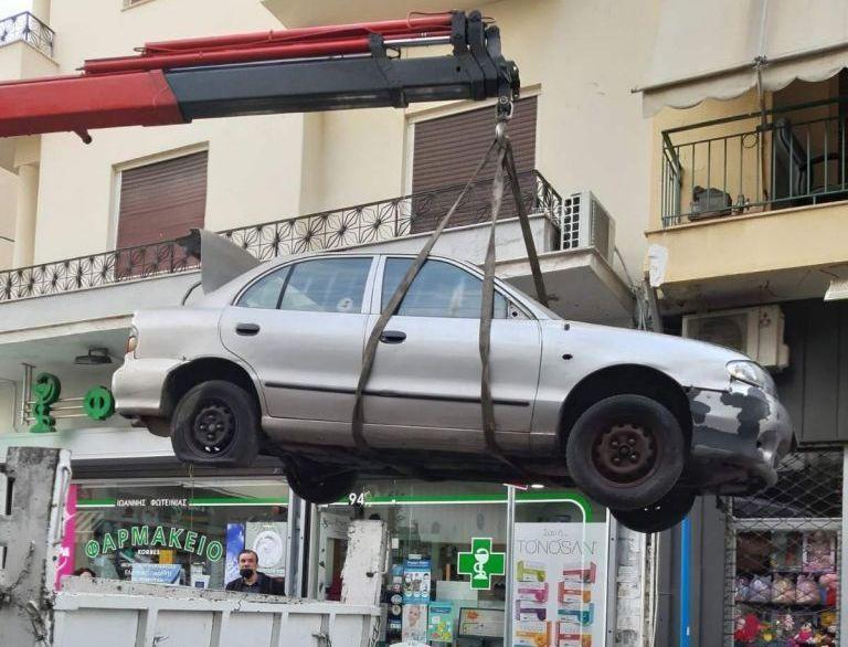 Δήμος Πειραιά : Απομακρύνονται εγκαταλελειμμένα οχήματα από το κέντρο της πόλης | tanea.gr