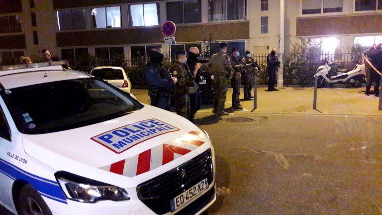Επίθεση στη Λιόν : Σε κρίσιμη κατάσταση ο έλληνας ιερέας | tanea.gr