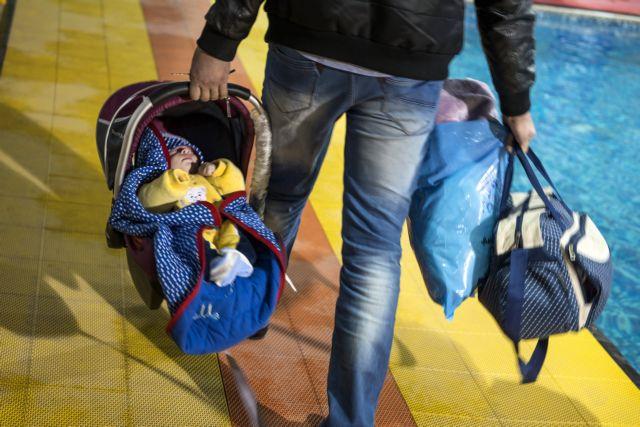 Έρευνα : Διακρίσεις στην ανατροφή και επιμέλεια των παιδιών βιώνουν 3 στους 4 μπαμπάδες   tanea.gr