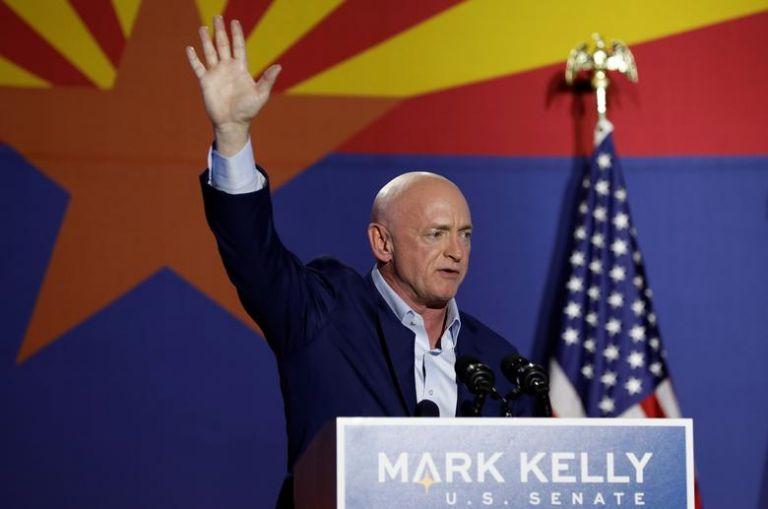 Εκλογές ΗΠΑ : Δημοκρατικός πρώην αστροναύτης κέρδισε Ρεπουμπλικανή πρώην πιλότο μαχητικού   tanea.gr