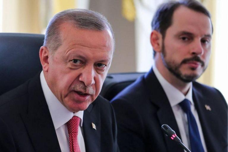 Η οικονομία απειλεί την ηγεμονία Ερντογάν - Σενάρια κατάρρευσης | tanea.gr