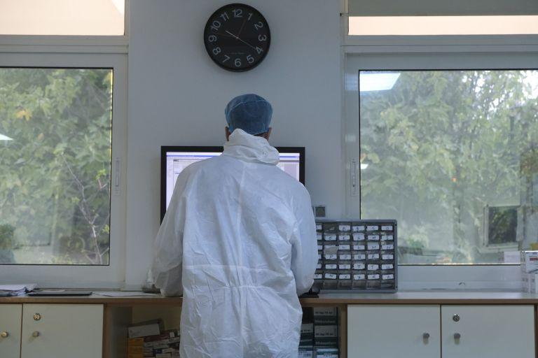 ΠΟΕΔΗΝ : Στη ΜΕΘ τέσσερις εργαζόμενοι σε νοσοκομεία που ήταν στην πρώτη γραμμή | tanea.gr