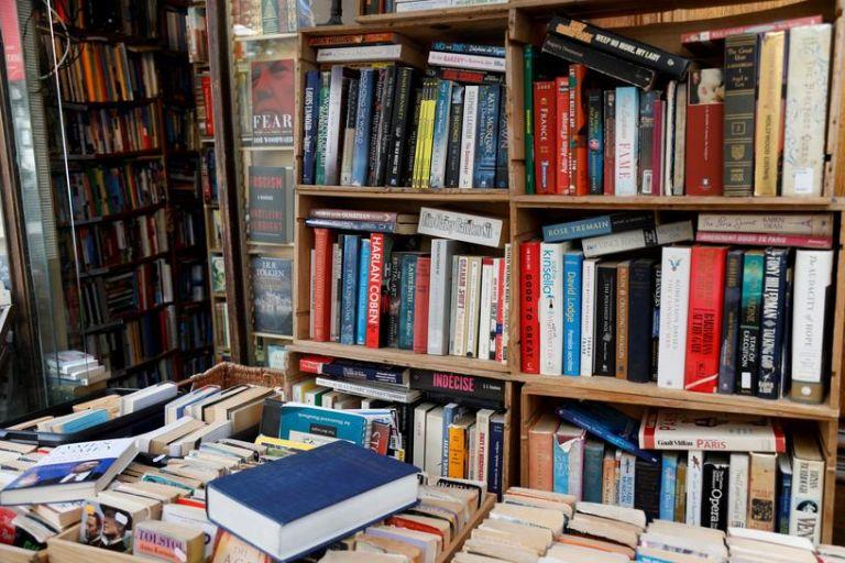 Κύμα αγανάκτησης στη Γαλλία για τα κλειστά βιβλιοπωλεία | tanea.gr