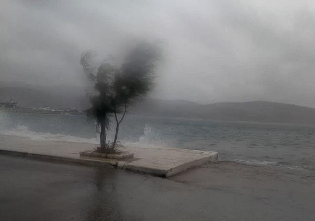 Καιρός : Καταιγίδες στο Ιόνιο έχει φέρει το βαρομετρικό χαμηλό | tanea.gr