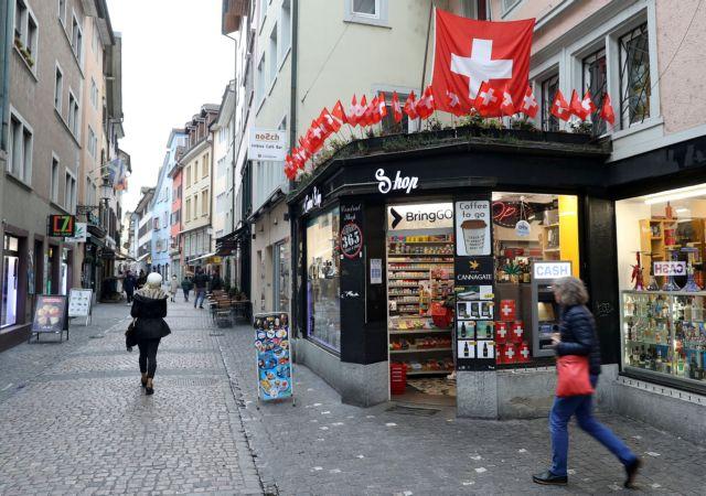 Κοροναϊός - Ελβετία : Ξεπέρασαν τις 10.000 κρούσματα σε μία μέρα | tanea.gr