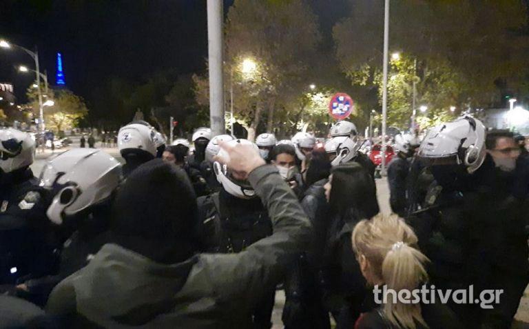 Κοροναϊός - Θεσσαλονίκη : Επεισόδια μεταξύ διαδηλωτών - αστυνομικών στη πορεία κατά του lockdown | tanea.gr
