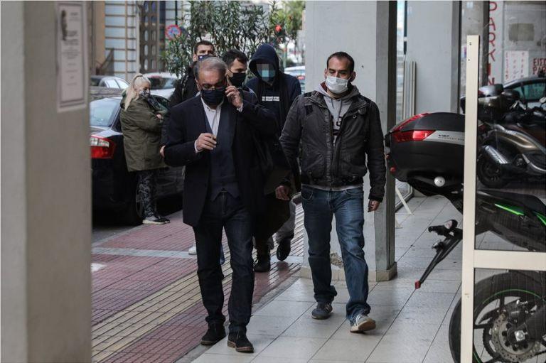 Έγκλημα στις Σπέτσες : Απολογήθηκε στον εισαγγελέα ο 22χρονος – Τι υποστηρίζει ο πατέρας του | tanea.gr