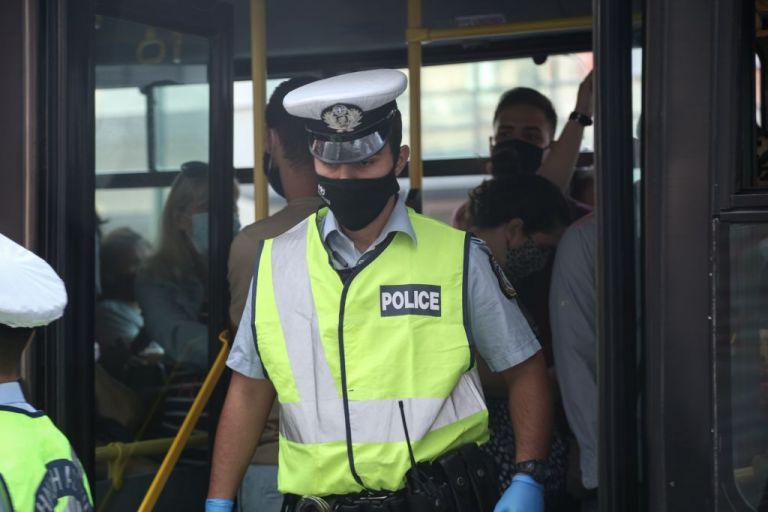 ΕΛ.ΑΣ : Γάντια, μάσκες, αντισηπτικά και ασπίδες στους αστυνομικούς   tanea.gr