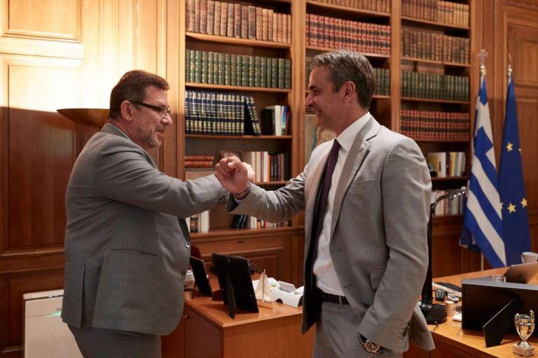 Κοροναϊός : Τηλεφωνική επικοινωνία Μητσοτάκη με τον CEO της Pfizer, Άλμπερτ Μπουρλά | tanea.gr