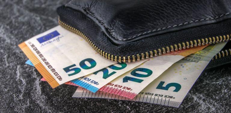 Αυξήσεις έως 350 ευρώ το μήνα φέρνει η μείωση των ασφαλιστικών εισφορών | tanea.gr
