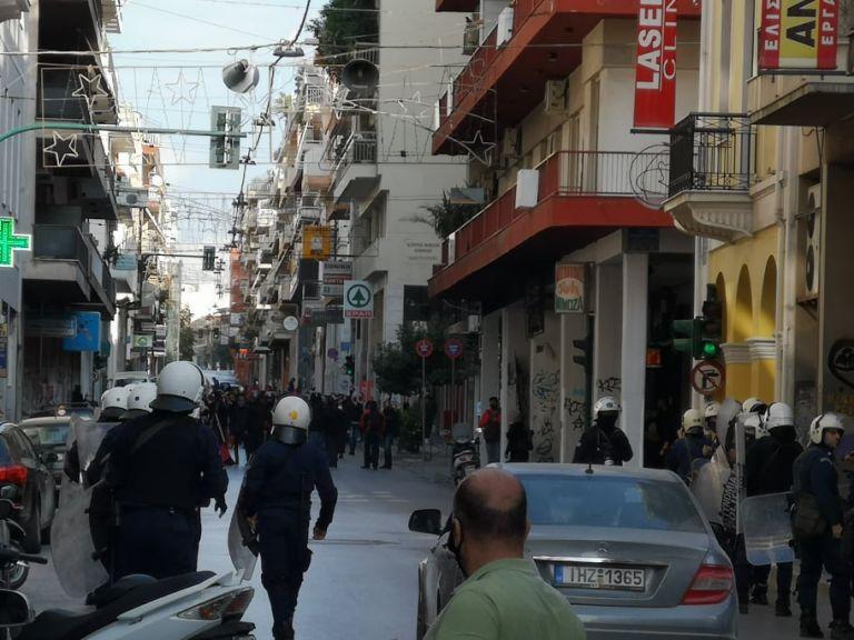 Πολυτεχνείο - Πάτρα : Έσπασαν την απαγόρευση – Συγκέντρωση από 200 άτομα   tanea.gr