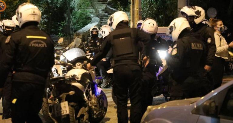 Σεπόλια : Αποσύρθηκαν οι αστυνομικοί που φρουρούσαν τον άνδρα που υπέστη καρδιακό επεισόδιο | tanea.gr