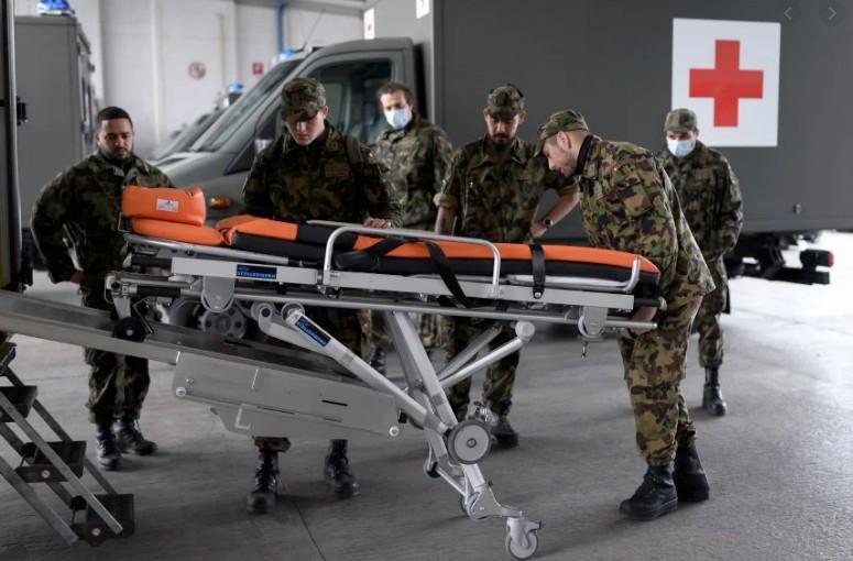 Ελβετία: Ο στρατός κινητοποιείται για να ενισχύσει τα νοσοκομεία
