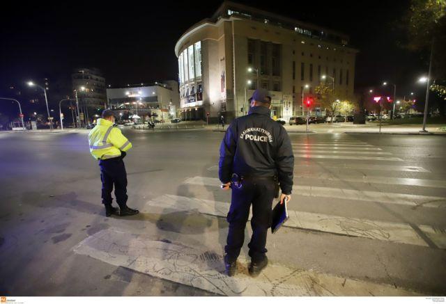 Κοροναϊός : Επεισόδιο με αστυνομικούς σε πλατεία της Θεσσαλονίκης   tanea.gr