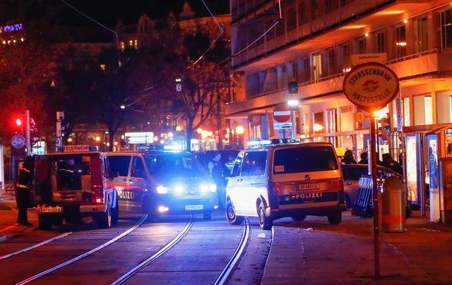 Επίθεση στη Βιέννη : Ο δράστης είχε φυλακιστεί αφού αποπειράθηκε να ταξιδέψει στην Συρία για να ενταχθεί στο ISIS | tanea.gr