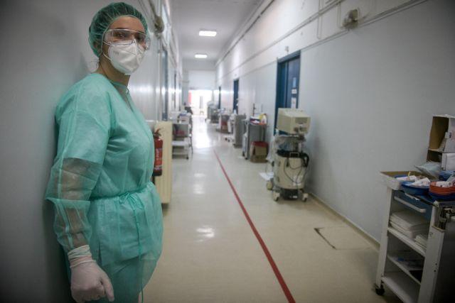 Καπραβέλος : Πέθανε μητέρα στη ΜΕΘ και δίπλα διασωληνωμένος ο 37χρονος γιος της | tanea.gr