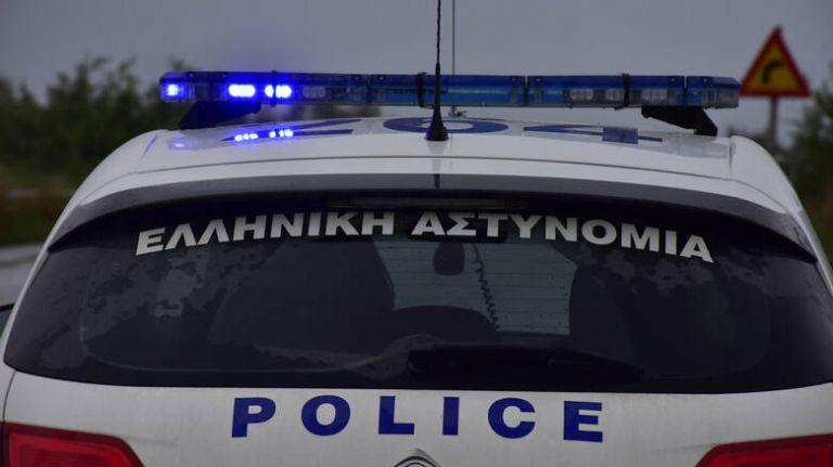 Πυροβολισμοί στην Αγία Βαρβάρα - Ταμπουρωμένος στο σπίτι του ο δράστης   tanea.gr