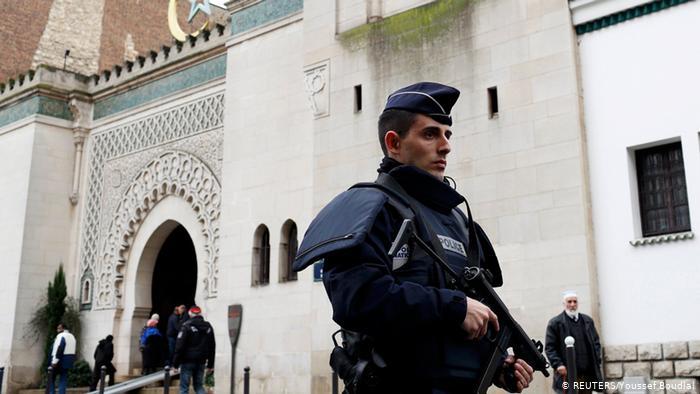 Η Γαλλία τα βάζει με τον ισλαμισμό   tanea.gr
