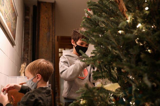Πώς θα γιορτάσουν τα φετινά Χριστούγεννα οι Ευρωπαίοι | tanea.gr