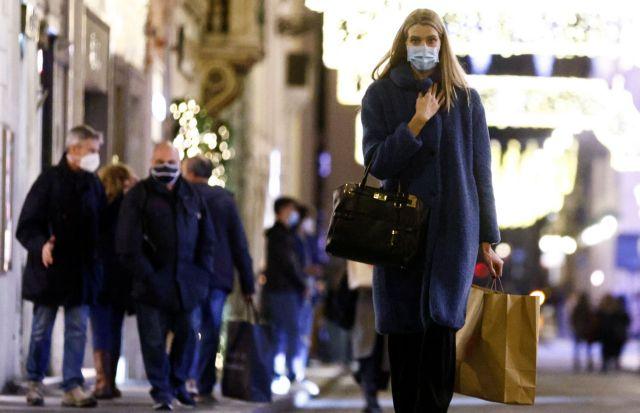 Κοροναϊός : «Ξεχύθηκαν» στους δρόμους σε Λονδίνο και Βερολίνο για ψώνια πριν το νέο lockdown | tanea.gr