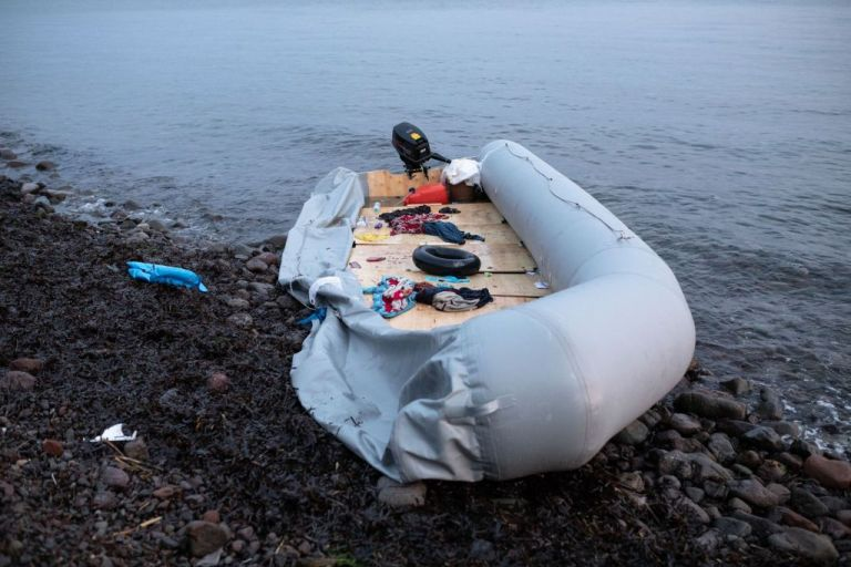Λέσβος : Νεκρή εντοπίστηκε η μια αγνοούμενη από το ναυάγιο λέμβου με μετανάστες – Στο Καρά Τεπέ οι διασωθέντες | tanea.gr