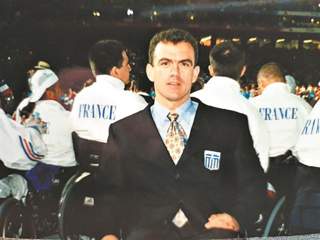 Η συναρπαστική ιστορία του παραολυμπιονίκη που σκεφτόταν την αυτοκτονία αλλά άνοιξε τα φτερά του | tanea.gr