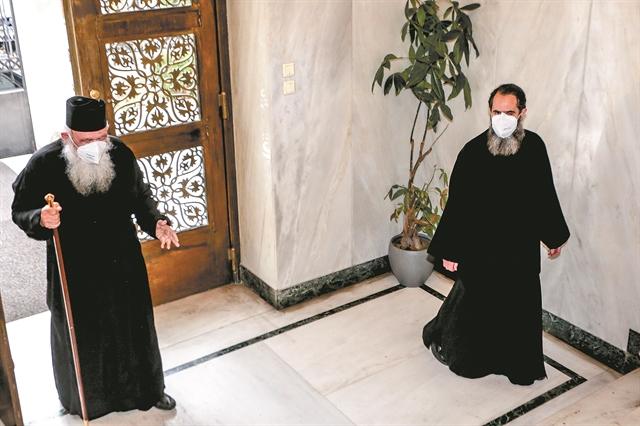 Γιατί μέσα σε ένα μήνα η Εκκλησία άλλαξε γνώμη για τον κοροναϊό | tanea.gr