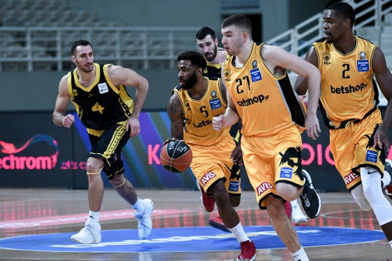 Χριστουγεννιάτικη προπόνηση για την ομάδα μπάσκετ της ΑΕΚ | tanea.gr