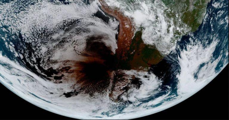 Δορυφόρος κατέγραψε έκλειψη Ηλίου όπως δεν την έχετε ξαναδεί   tanea.gr