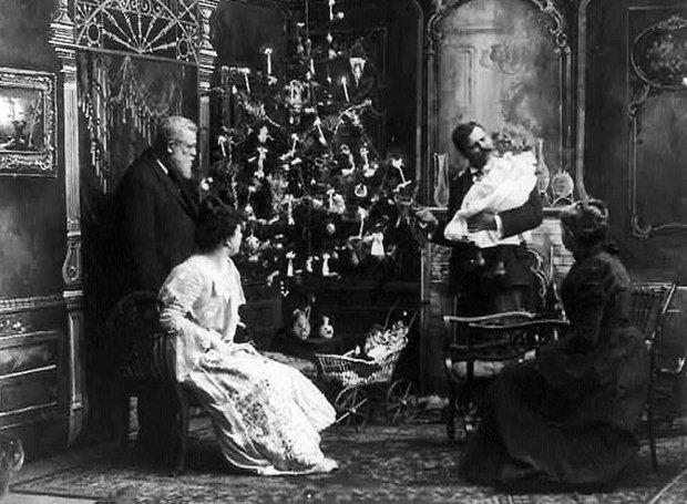 Χριστουγεννιάτικο δένδρο: Φωτίστηκε με ηλεκτρικά λαμπάκια πρώτη φορά σαν σήμερα | tanea.gr