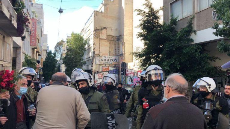 Συγκέντρωση στα Εξάρχεια - Αποκλεισμένο το σημείο δολοφονίας του Γρηγορόπουλου   tanea.gr