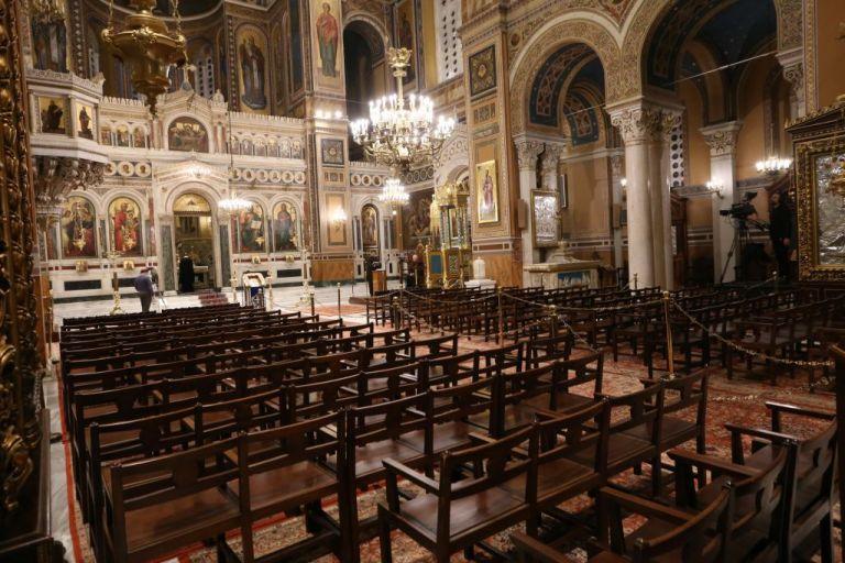 Εκκλησίες : Η κυβέρνηση αναζητά τη «χρυσή τομή» εν όψει Χριστουγέννων   tanea.gr