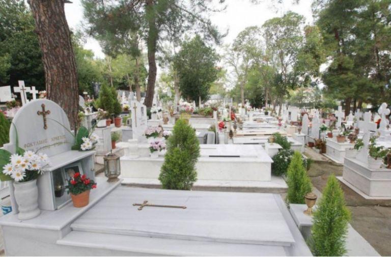 Κάρπαθος : Πάρτι στο νεκροταφείο με φωτορυθμικά και ηλεκτρονική μουσική   tanea.gr