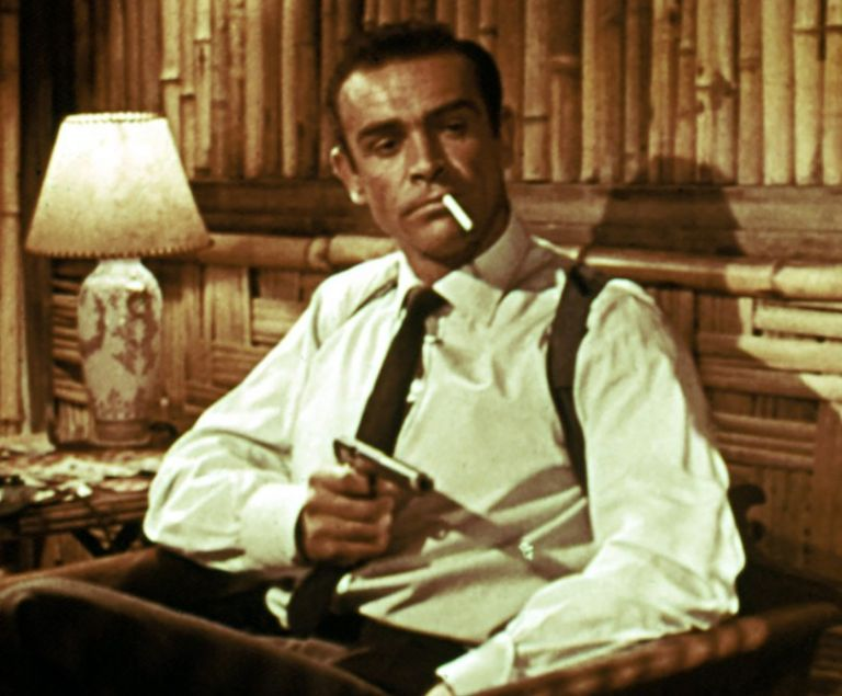 Σε τιμή ρεκόρ πουλήθηκε το πιστόλι του Σον Κόνερι στον πρώτο James Bond | tanea.gr