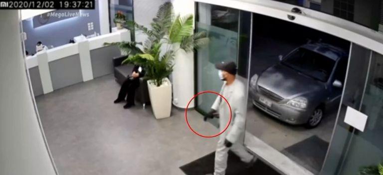 Σπάτα : Βίντεο ντοκουμέντο από ληστεία σε διαγνωστικό κέντρο   tanea.gr