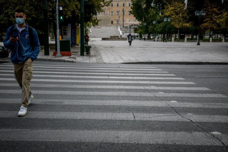 Γιατί δεν μειώνονται τα κρούσματα παρά το lockdown; | tanea.gr