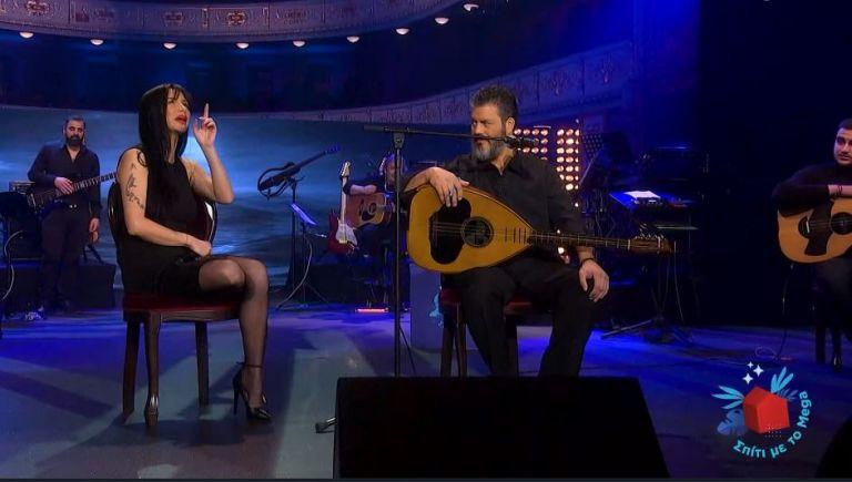Πάολα και Μανώλης Κονταρός στη σκηνή του «Σπίτι με το MEGA» | tanea.gr