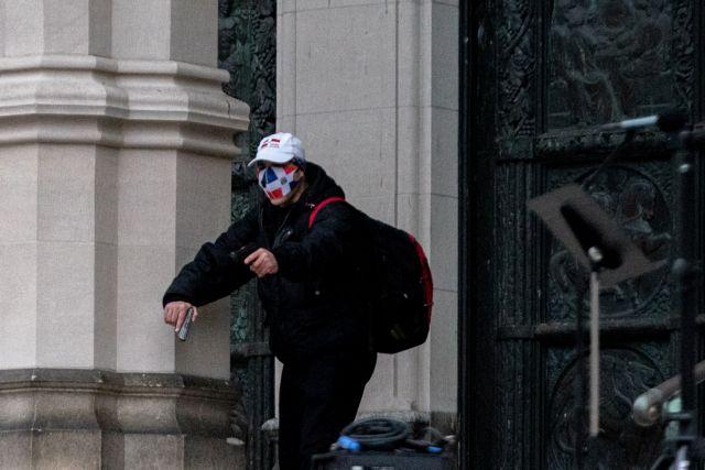 Μανχάταν : Αστυνομικοί γάζωσαν άντρα που πυροβολούσε έξω από τον καθεδρικό ναό   tanea.gr