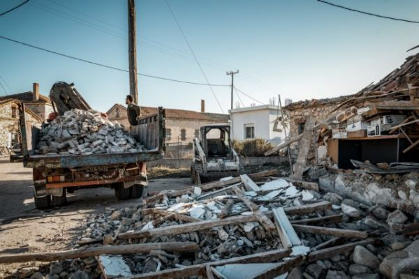 Σεισμός στη Σάμο : Βίντεο με τις εικόνες καταστροφής και το τσουνάμι που ακολούθησε τα 6,7 Ρίχτερ | tanea.gr
