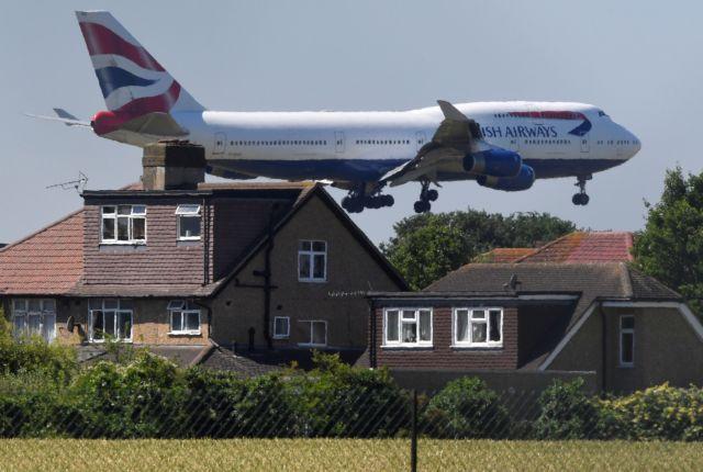 Αναστολή πτήσεων κι από τη Βρετανία στη Δανία – Από πότε ισχύει | tanea.gr