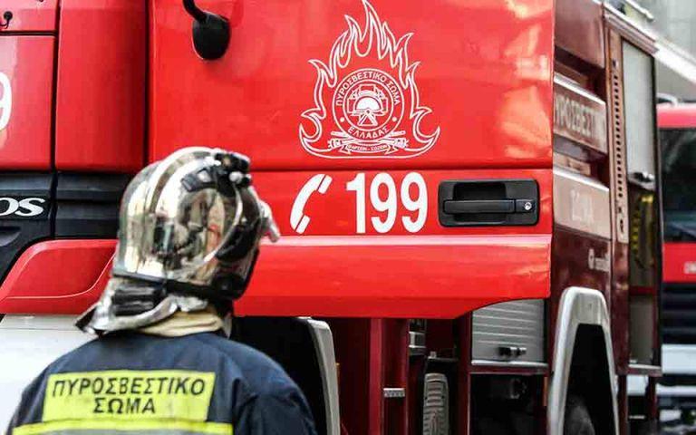 Μοσχάτο : Υπό μερικό έλεγχο η φωτιά στη βιοτεχνία   tanea.gr