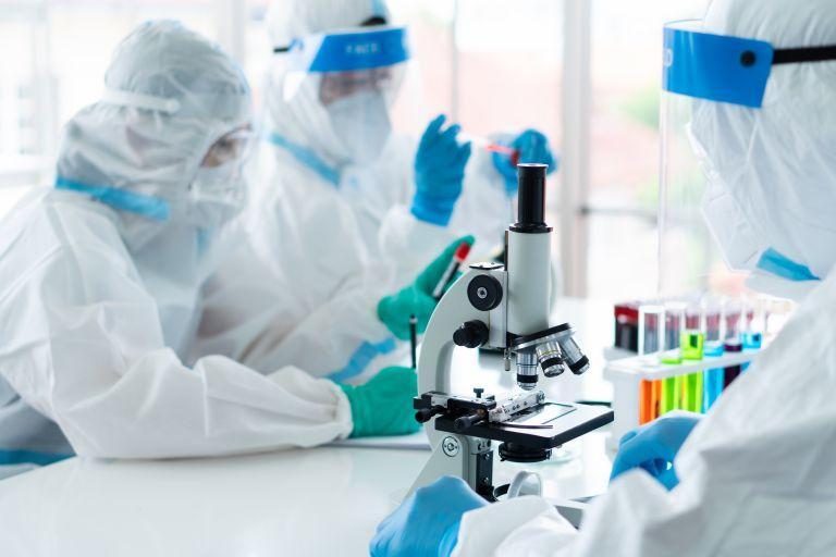 Μπουρλά : Εργαζόμαστε πάνω σε νέο εμβόλιο που θα αποθηκεύεται σε απλό ψυγείο | tanea.gr