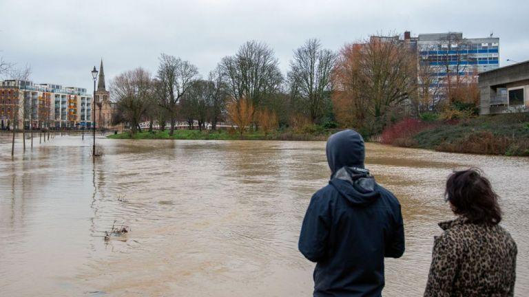 Γαλλία : Χιλιάδες κατοικίες χωρίς ρεύμα από το πέρασμα της καταιγίδας Μπέλα | tanea.gr